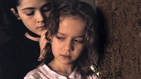 หนังที่สะท้อนพฤติกรรมผิดปกติของเด็กผู้หญิงที่มีความผืดปกติของร่างกายด้วย